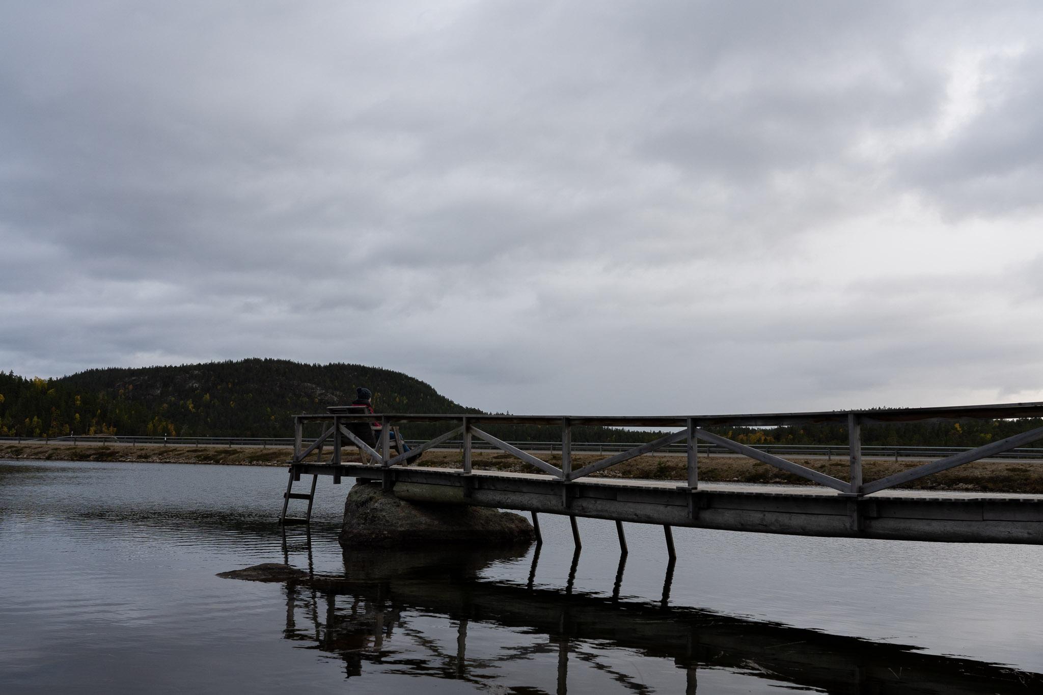 Bänkchen auf See